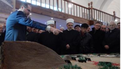 Profesor Esmir Halilović objašnjava maketu Medine