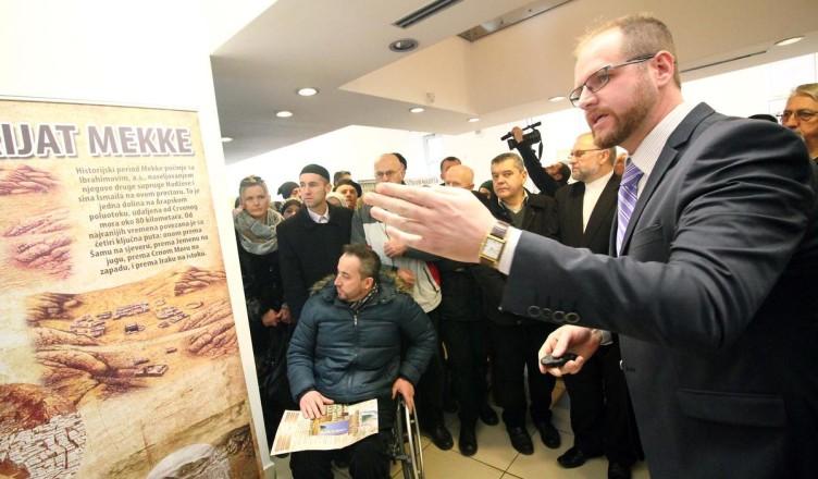 Profesor Esmir na otvaranju Izlozbe u Zenici