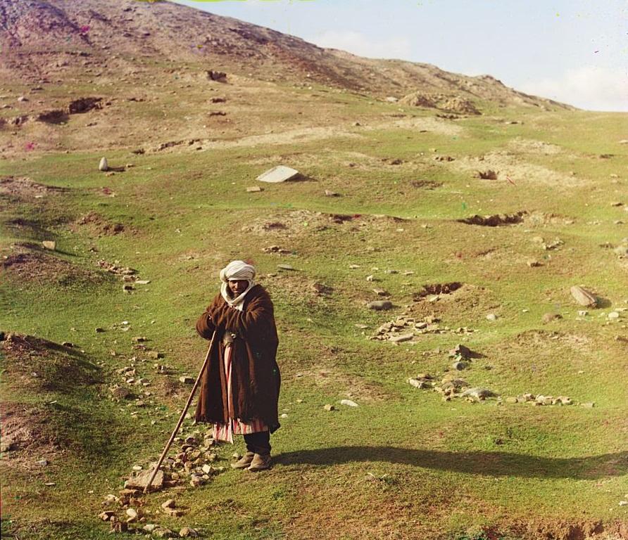 Pastir odmara u blizini proplanka u Semerkandu.