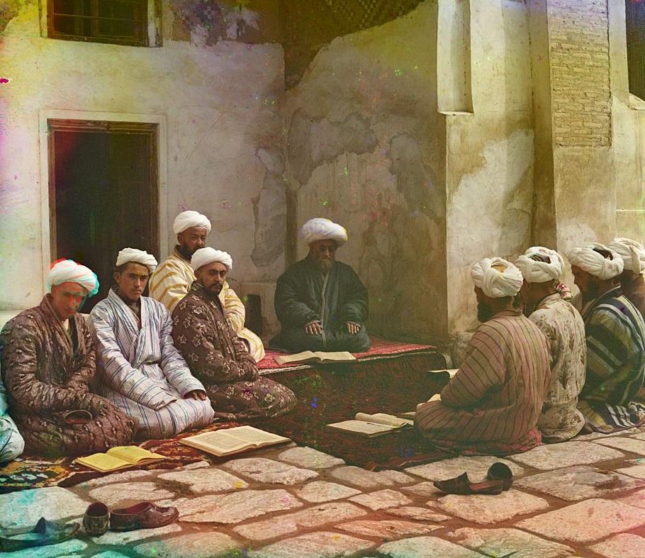 Studenti uče pred svojim učiteljem (šejhom) u medresi (vjerska škola) u Semerkandu.