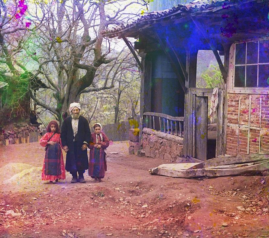 Islamski učenjak sa svoje dvije kćerke.