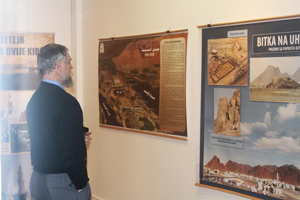 Profesor doktor Muharem Štulanović pregleda Izložbu.