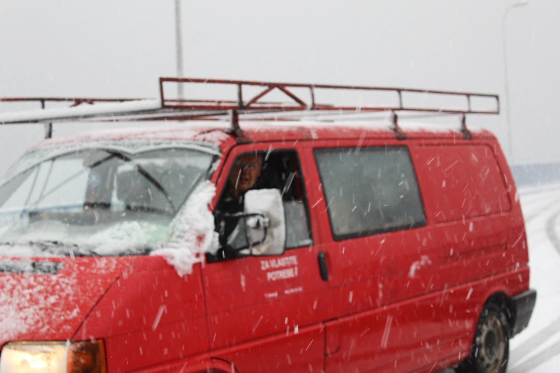 Glavni i odgovorni insan za transport našeg Muzeja Zakir-beg nekako je uspijevao po velikom snijegu da preveze posebne dragocjenosti.