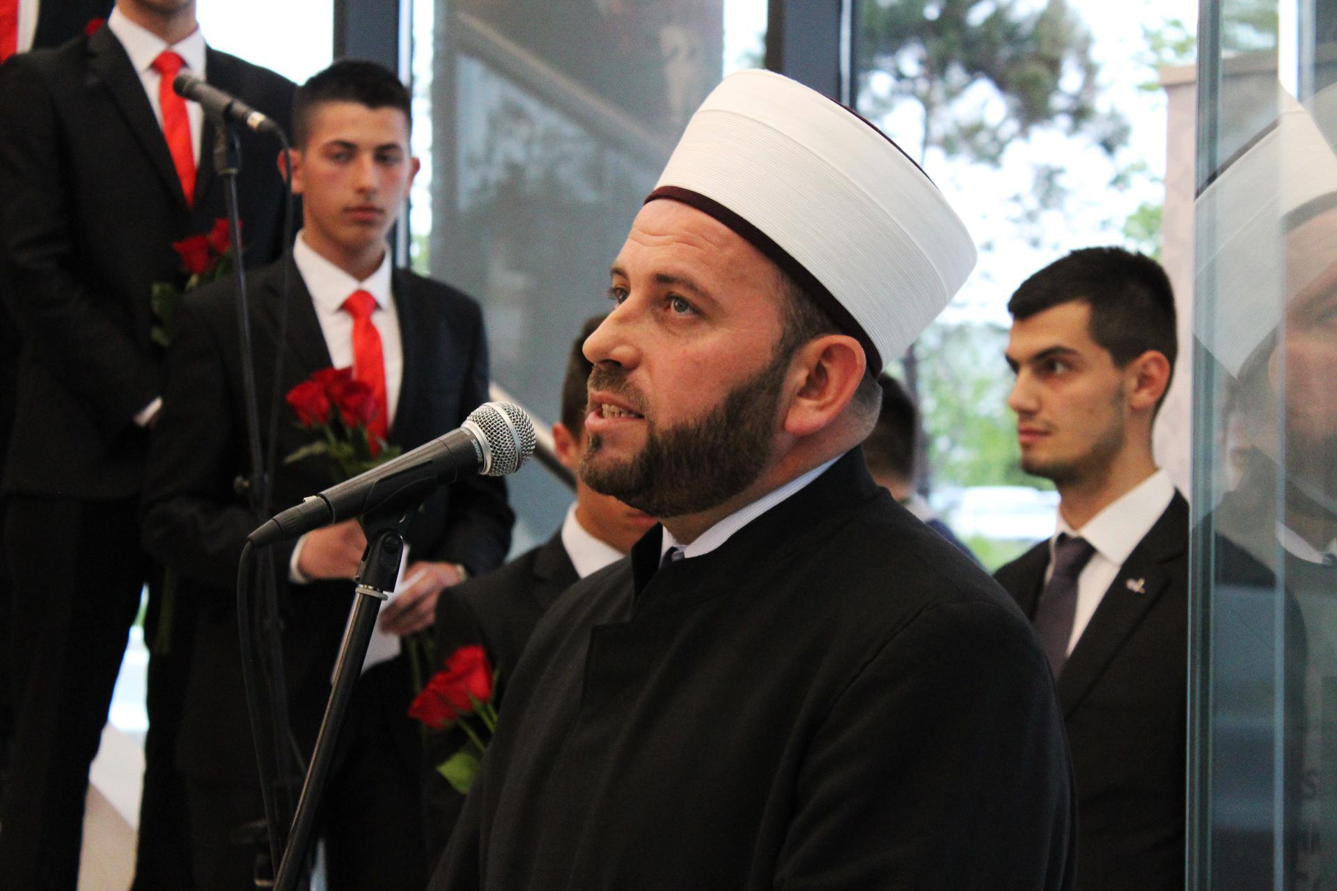 Reisul-ulema islamske zajednice u Crnoj Gori Rifat Fejzić prilikom držanja govora na otvorenju Izložbe.