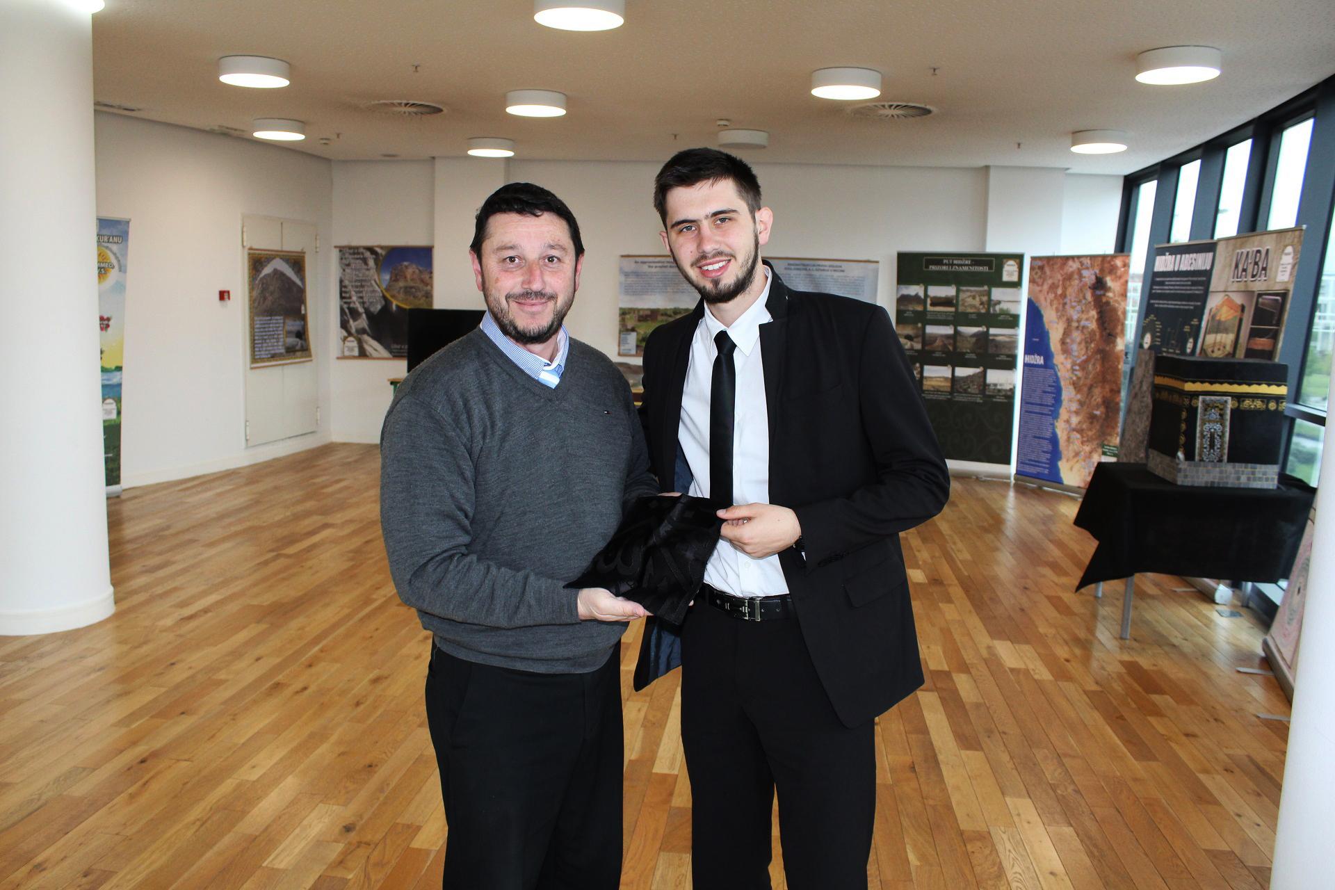 Vodič Harun Hasić sa glavnim imamom Seadom.