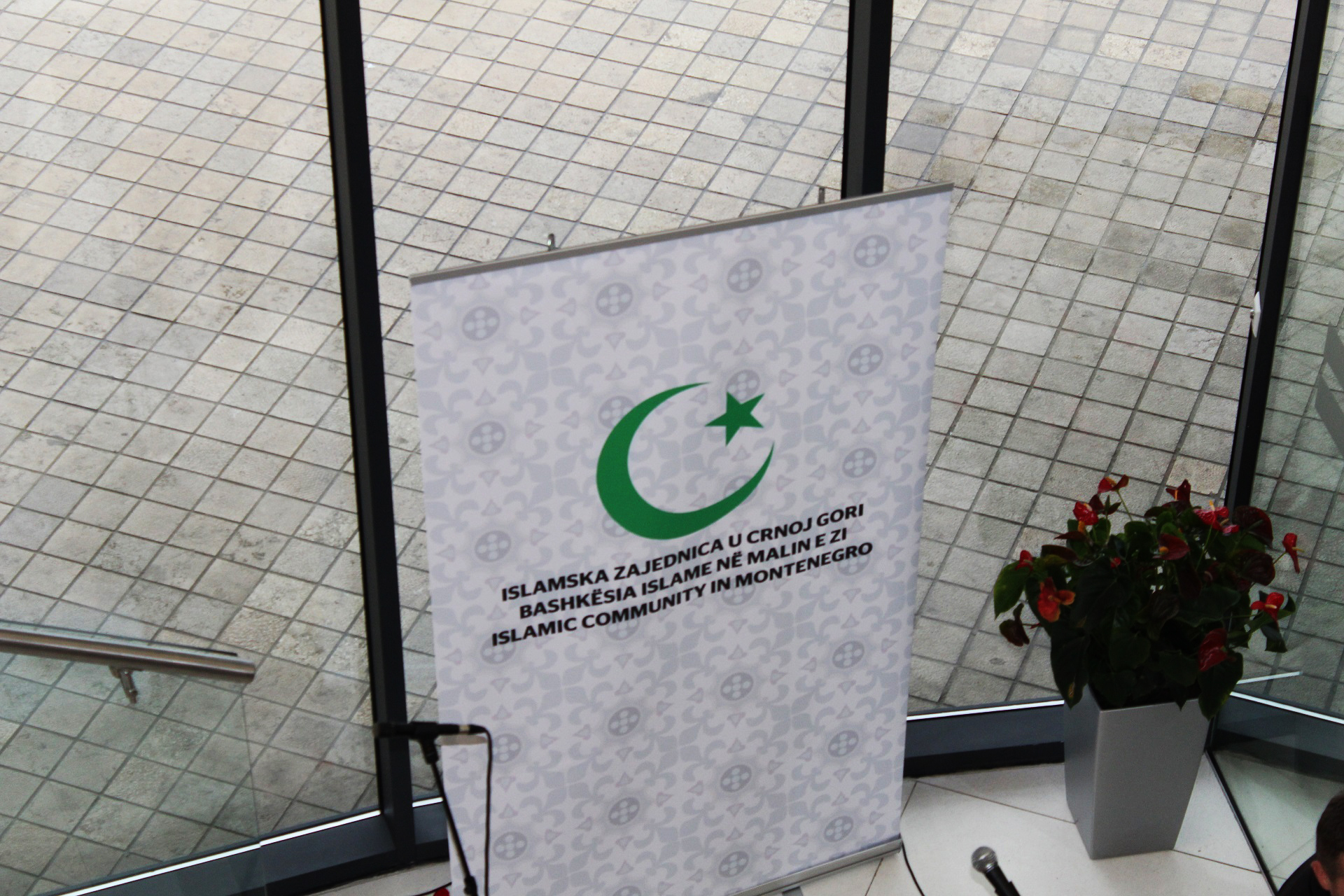 Organizator Izložbe i naše posjete Podgorici je bila Islamska Zajednica Crne Gore.